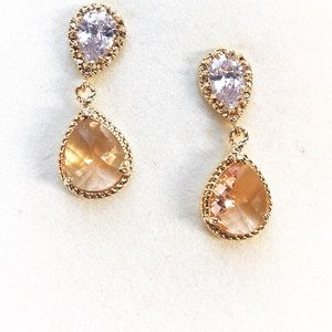 Two stone drop earrings in gold tone - NWOT